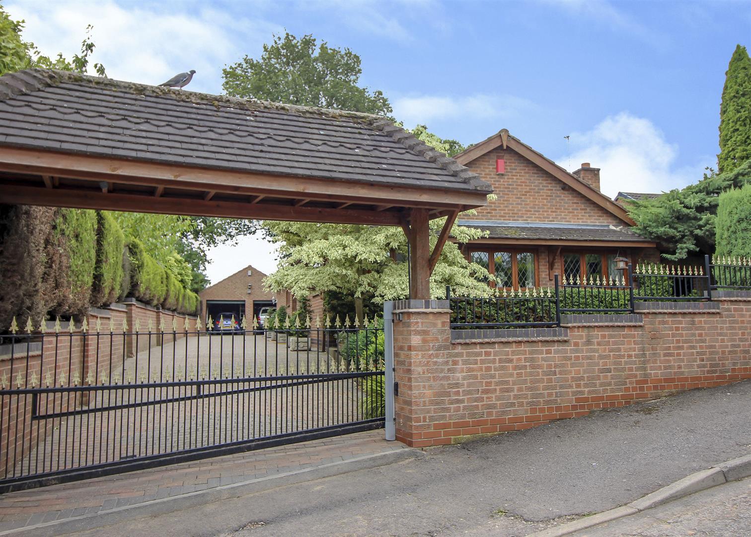 3 Bedrooms Bungalow for sale in Moorfield Crescent, Sandiacre